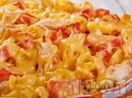 Рецепта Печена паста с пилешки гърди, шунка и сметанов сос на фурна